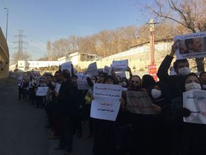 halghehnews-iran-protest-Dec15-04
